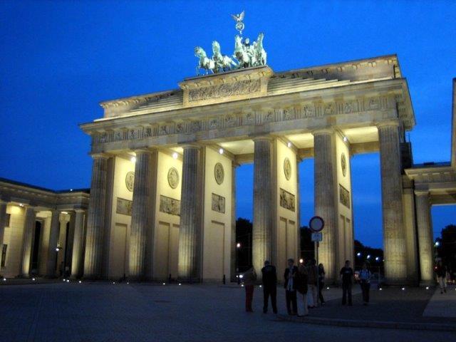 BERLIN USKRS I 1.MAJ AVIONOM