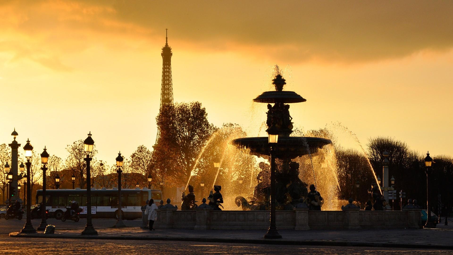 Pariz - avionom putovanje - prolećni aranzmani - Uskrs i 1.Maj cene
