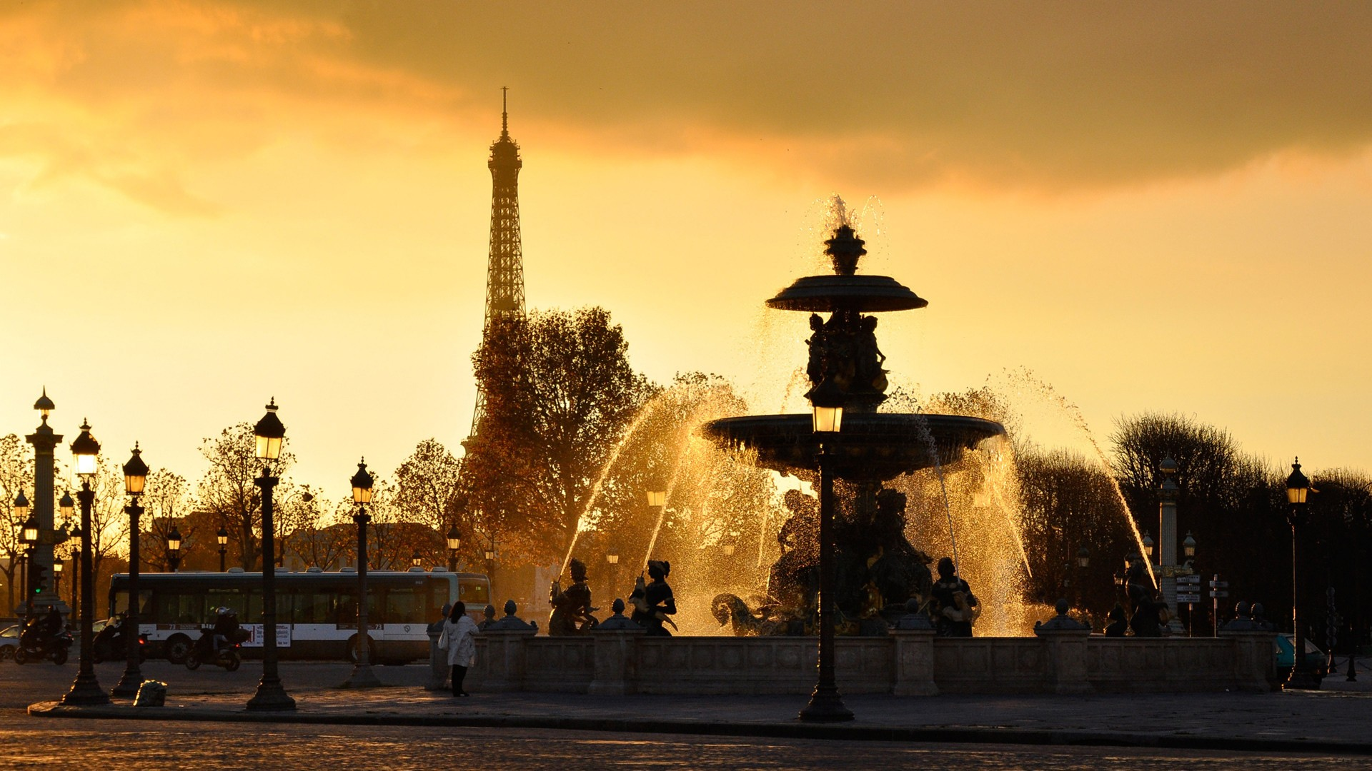 PARIZ - BUS PUTOVANJE - PROLEĆNI ARANŽMANI - OBILASCI