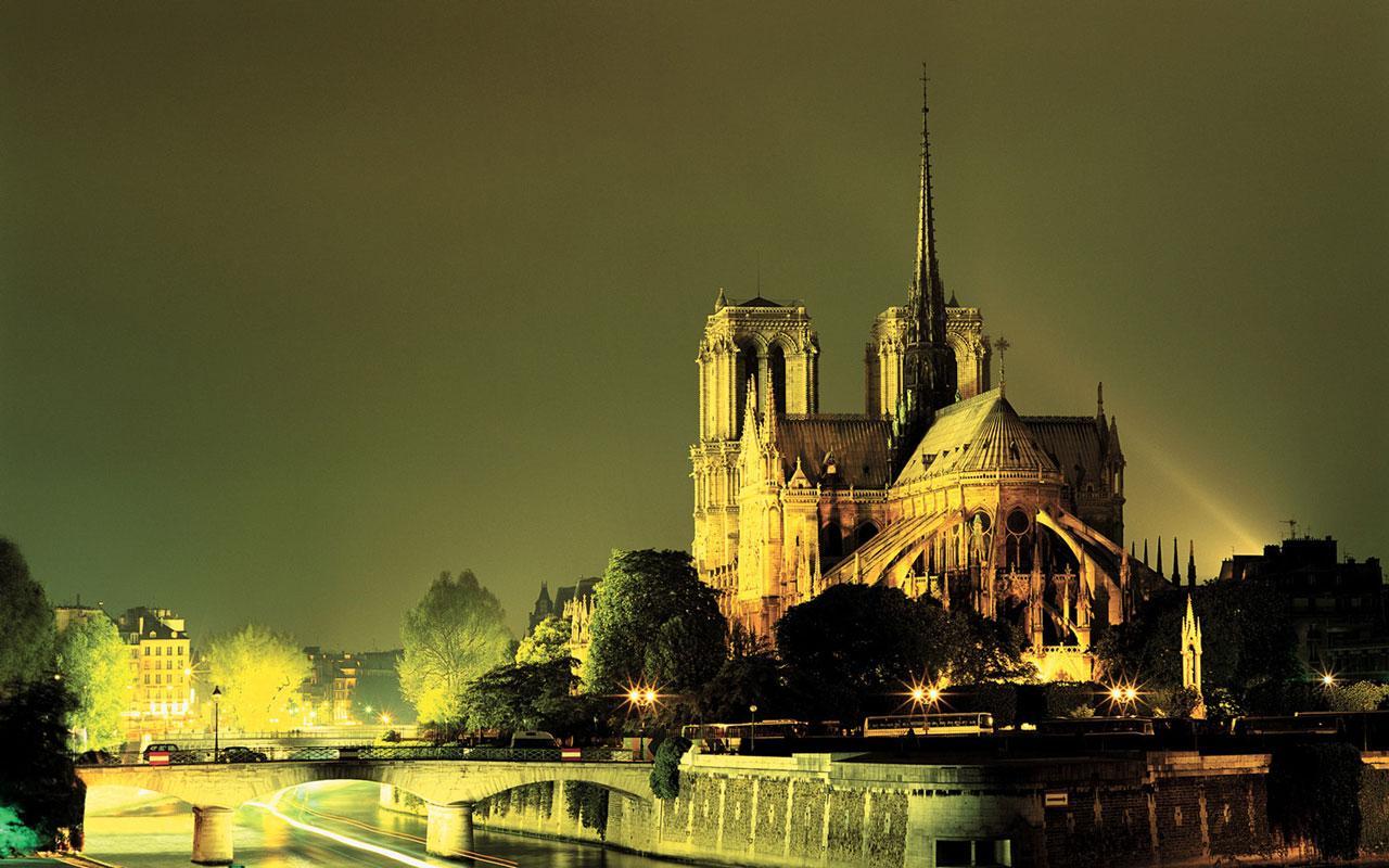 Pariz - prolećna putovanja - Uskrs i 1. Maj - avionom putovanje
