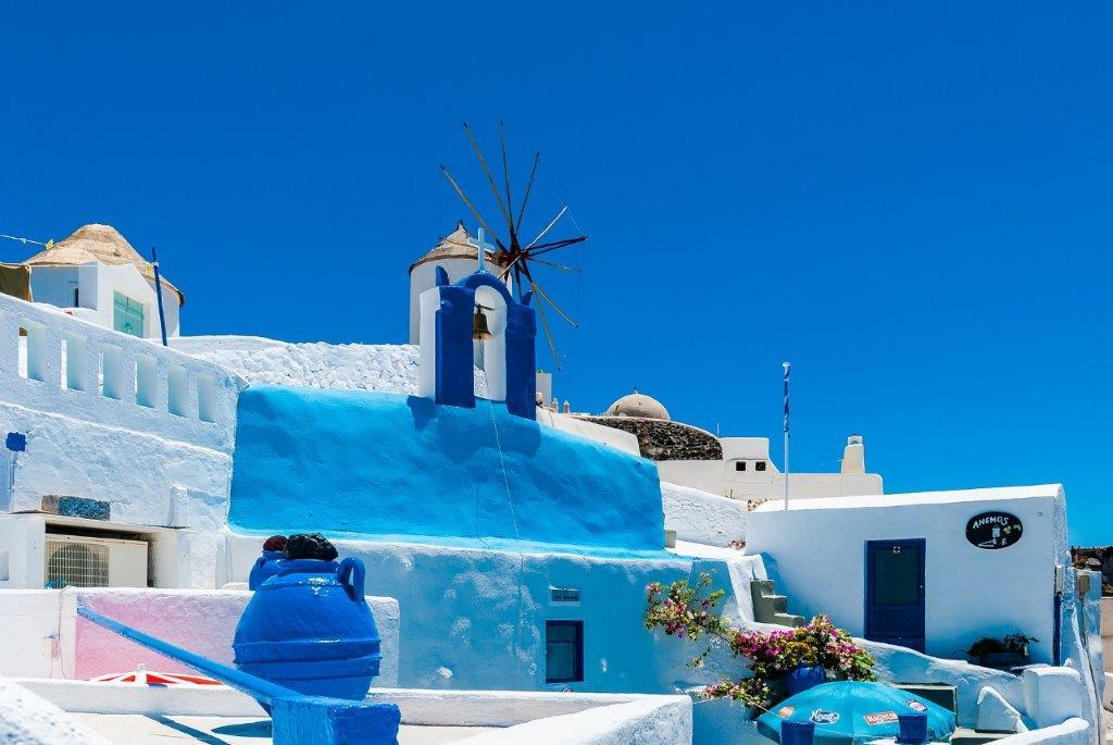 Kamari plaža Grčka letovanje Santorini leto ponuda cene