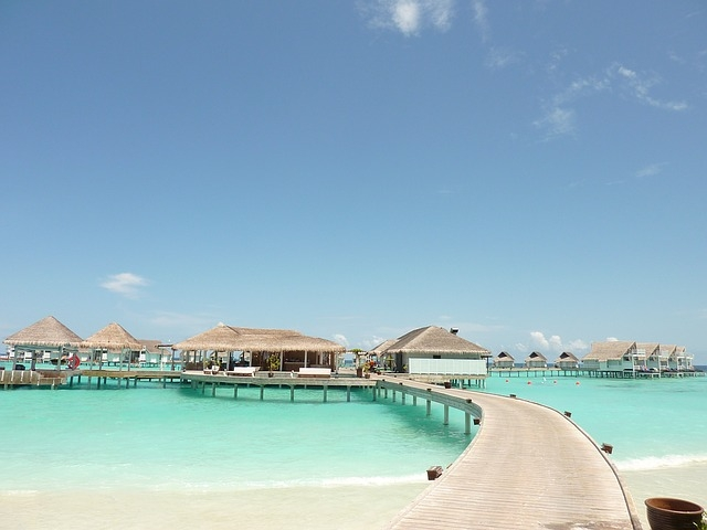 MALDIVI BUNGALOVI NA VODI