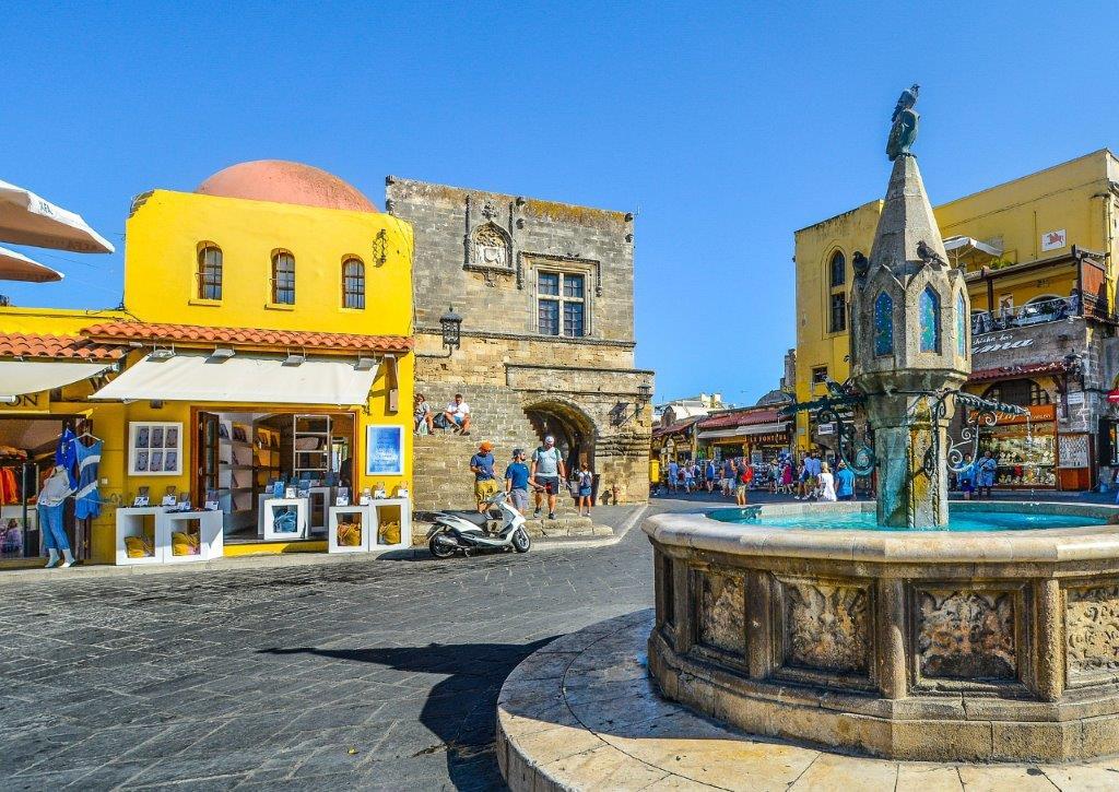 Glavni gradski trg u Rodosu u Grčkoj