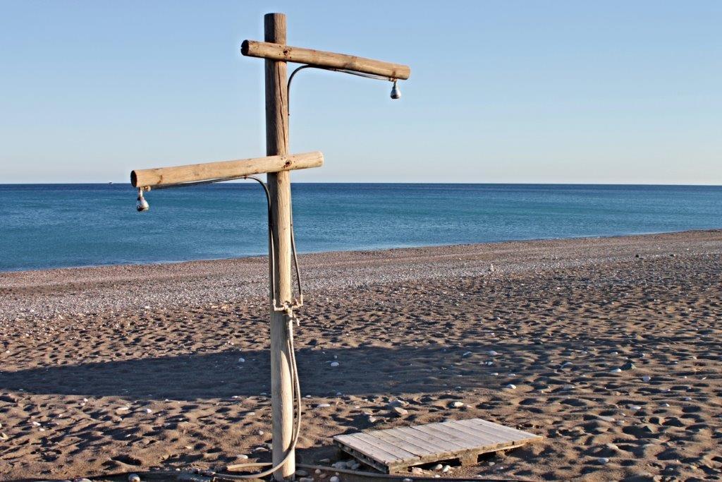 Tuš na plaži u Rodosu u Grčkoj - Rodos letovanje