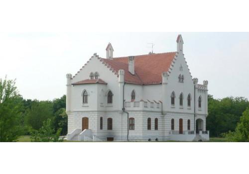 acommodation castle kapetanovo serbia