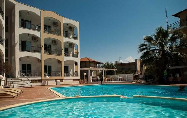 Aparthotel Stavros beach Stavros Grčka letovanje more autobusom bazen