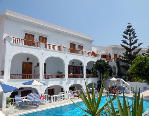 SANTORINI LETOVANJE GRČKA HOTELI HOTELI SA BAZENOM