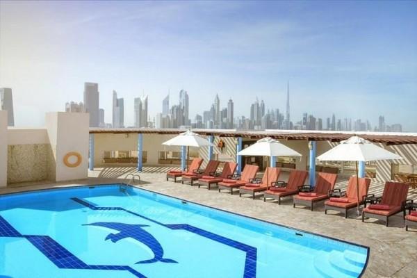 Hotel Jumeriah Rotana Dubai UAE putovanje city hotel avionom paket aranžman letovanje otvoreni bazen