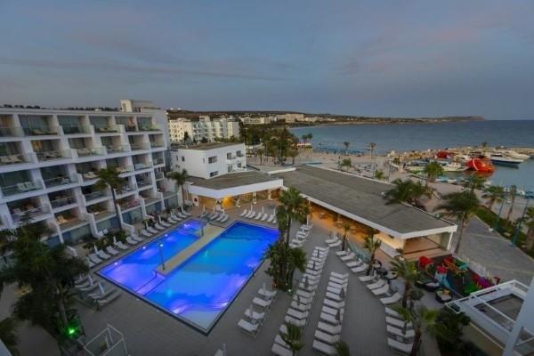 Hotel Limanaki Beach & Suites more aja napa Kipar letovanje paket aranžman pogleda na bazen