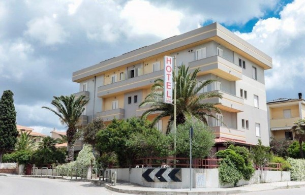 HOTEL MISTRAL ALGERO CENA CARTER LET