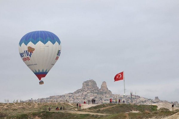 Kapadokija dimnjaci balon jesenja putovanja avio
