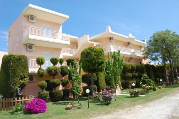 Kuća Vamvinos Sarti Sitonija Grčka more letovanje Halkidiki leto 2019 spolja dvorište