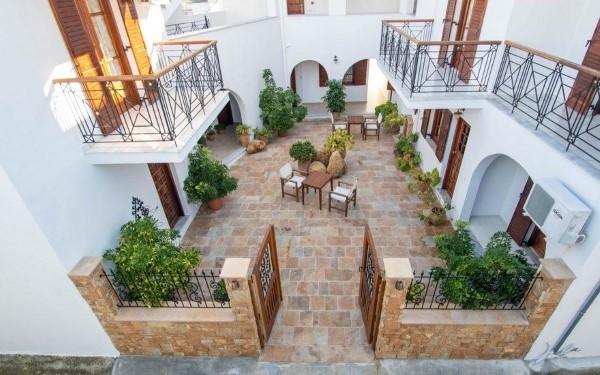 Vila Fantasia Skijatos Grčka More studio Apartman paket aranžman avionom dvorište