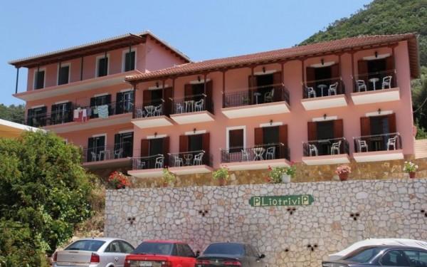 Vila Liotrivi Vasiliki Lefkada grčka more smeštaj letovanje avion bus parking